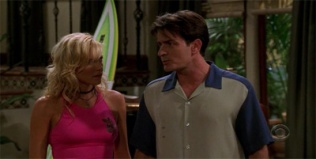 Two and a Half Men 04x03 : The Sea is a Harsh Mistress- Seriesaddict